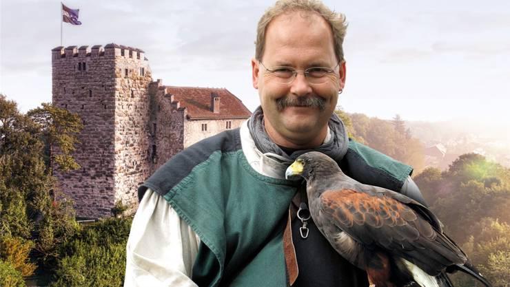 Ein Falkner wird auf dem Schloss Habsburg zugegen sein. (Bild: zvg)