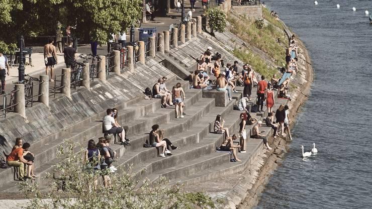 Auch das Rheinbord war ein beliebtes Ausflugsziel.