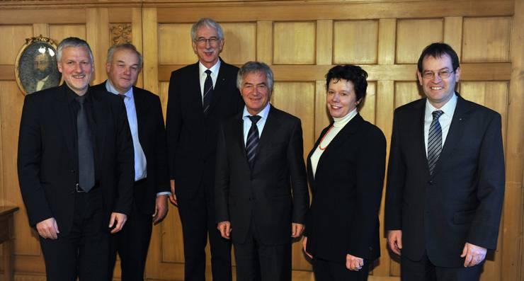 v.l. Peter Gomm (Landammann), Christian Wanner, Klaus Fischer, Walter Straumann, Esther Gassler (Frau Vize-Landammann), Andreas Eng (Staatsschreiber)
