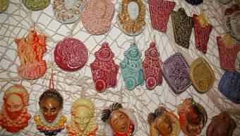 Stehen für Kreativität und Vielfalt: Laufenburger Fasnachtsplaketten. Hildegard Siebold