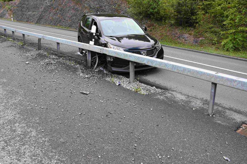 Bild des Unfalls in Ermenswil: Der beim 34-jährigen Fahrer durchgeführte Alkoholatemlufttest ergab einen positiven Wert.