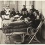 Tuberkulose-Patienten bei der Saez Schurer Liegekur.