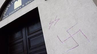 Nazi-Schmierereien an der Synagoge in der polnischen Stadt Danzig: Antisemitismus in Europa breitet sich wieder aus. (Archivbild)