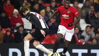 Paul Pogba (rechts), hier gegen Florian Lejeune von Newcastle United