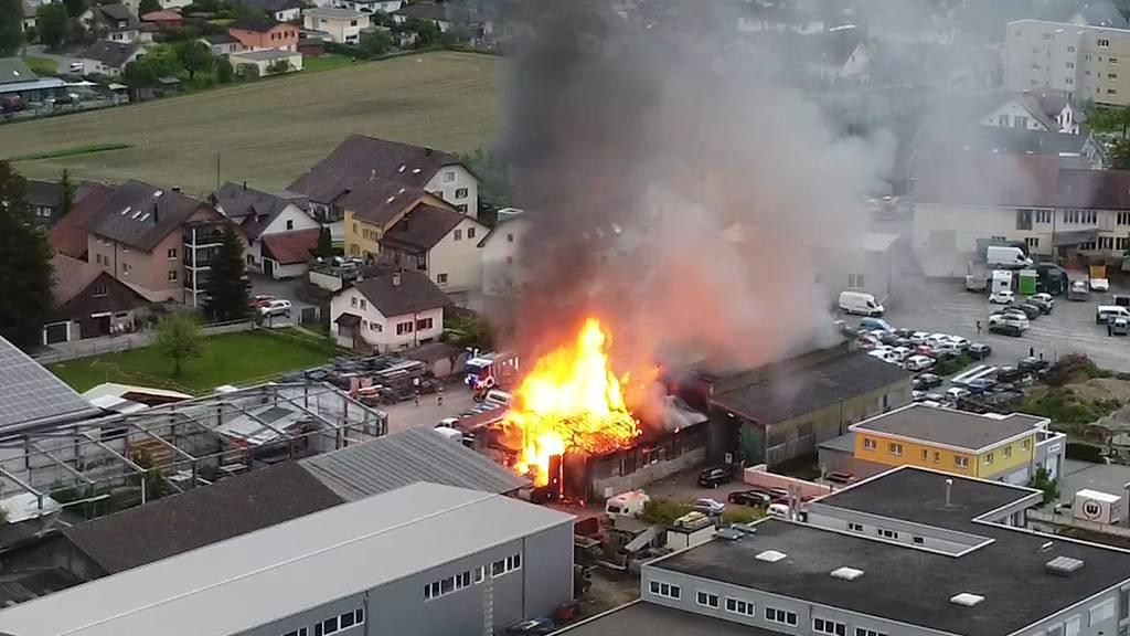 Hallwil (AG): Grossbrand zerstört Werkstattgebäude