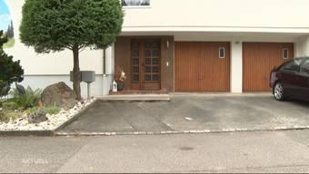 Ein Grossaufgebot der Polizei verunsicherte gestern Nachmittag die Bewohner eines Quartiers in Obergösgen. Laut den Nachbarn eskalierte der Streit wegen einer Katze, die in einer Garage eingeschlossen gewesen sein soll. Die Polizei nahm einen mutmasslichen Täter fest.