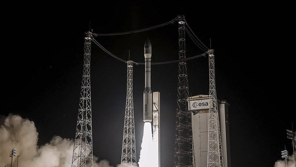 Verspätung auf dem Fahrplan des Weltraumbahnhofs: Ariane-5-Rakete startet in Kourou. (Archivbild)