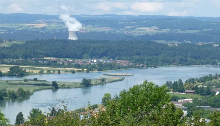 Am See findet nicht nur die Bevölkerung aus der Region Erholung. Auch Tagestouristen aus der ganzen Schweiz und dem nahem Ausland kommen hierher. Von den Bahnhöfen Klingnau und Döttingen sowie Koblenz sind die meist asphaltierten Uferwege leicht zu erreichen. Parkplätze finden sich bei der Aarebrücke in Kleindöttingen oder unterhalb des Wasserkraftwerks in Koblenz.