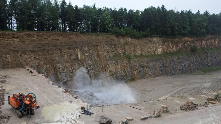 Sprengung im Steinbruch der Jura Cement Fabriken AG in Auenstein. (Archivbild)