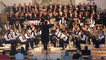 Begeisterten: 140 Sängerinnen und Sänger von fünf Chören traten zusammen mit der Musikgesellschaft Möhlin auf. Ingrid Arndt