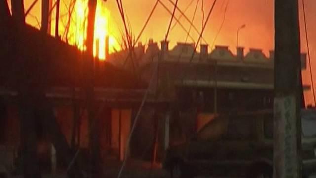 Nach der Explosion: Flammen steigen in den Himmel (Bild ab Video)