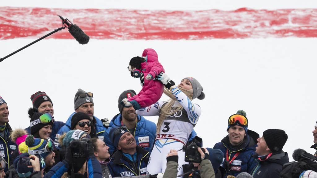 An der letzten WM in Are hat Lindsey Vonn im Skiweltcup der Frauen mit ihrem Hund Lucy die Aufmerksamkeit ein letztes Mal auf sich gezogen