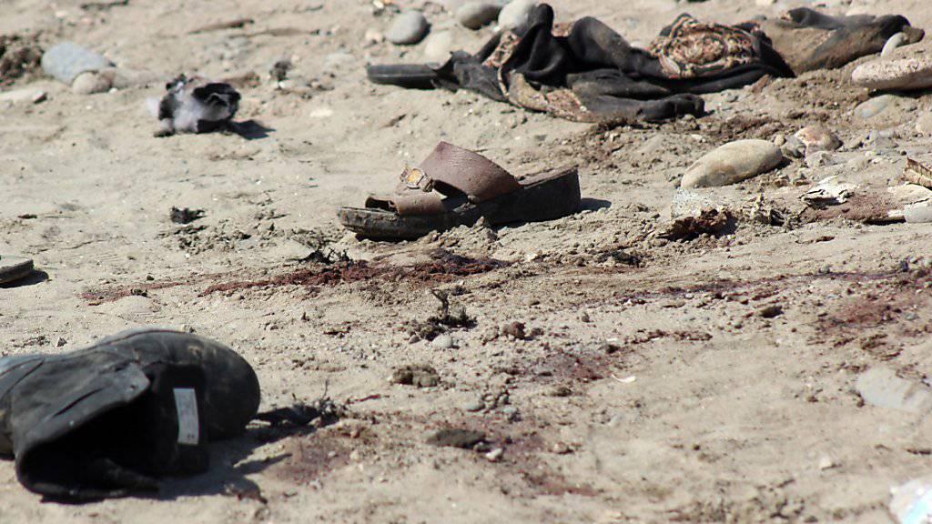 Bei einem Selbstmordanschlag auf Soldaten im Jemen kamen mindestens 49 Menschen ums Leben.