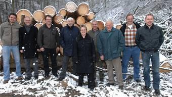 Sie haben am Projekt «Forstbetrieb Studenland» mitgearbeitet, von links: Adrian Baumgartner (Schneisingen), Werner Knecht (Mellikon), Stefan Schuhmacher (Siglistorf), Mäni Moser (Bad Zurzach), Sabine Schneider (Stv. Gemeindeschreiberin Schneisingen), Felix Stauber (Förster und Projektleiter), Paul Knecht (Taunergenossenschaft Mellikon), Hansruedi Anderfuhren (Mellikon) und Rolf Laube (Mellikon). Angelo Zambelli