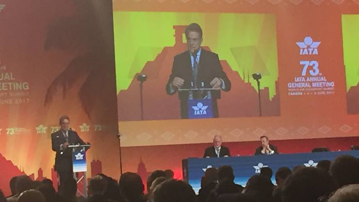 iata-CEO Alexandre de Juniac an der Generalversammlung in Cancun, Mexiko.