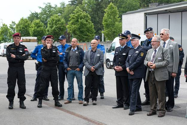 Der Veranstaltung wohnten zahlreiche Gäste aus dem In- und Ausland bei, darunter hochrangige Polizeivertreter aus Deutschland und Österreich