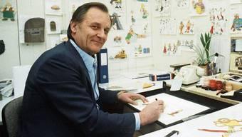 Albert Uderzo (1986) an seinem Zeichentisch in den Idefix-Zeichentrick-Studios Paris.