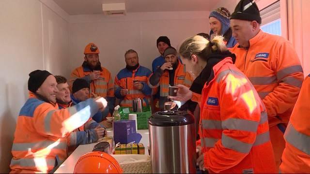 Krampfen in der Kälte: Unia fordert Arbeitsverbot