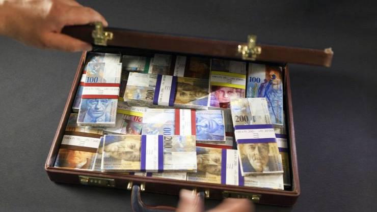 Im Corruption Perceptions Index (CPI) liegt die Schweiz auf dem guten vierten Rang. Handlungsbedarf besteht aber unter anderem bei der Transparenz der Politikfinanzierung und der Geldwäscherei. (Symbolbild)