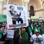 """Erneut demonstrieren in Algerien Zehntausende gegen ihren """"Marionetten-Präsidenten"""" Abdelaziz Bouteflika."""