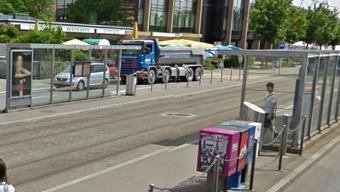 Tramhaltestelle Freihofstrasse Zürich-Altstetten.