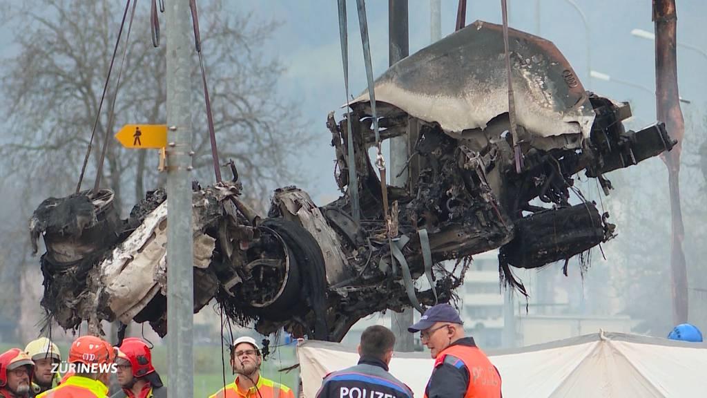 Horror-Crash in Galgenen: Identität des Fahrers bleibt unbekannt