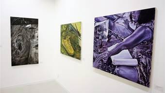 Rechts das Bild «Contes Barbares» von «Fafa». Daneben weitere Arbeiten des Künstlers, etwa das Bild «Zwei Enten», das von ihm auch als grossflächige Mural an die Fassade eines Gebäudes gemalt wurde.