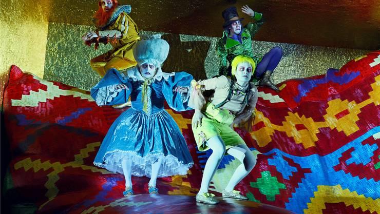Herbert Fritschs «Grimmige Märchen» bieten einen untrennbaren Mix aus Ernst und Nonsens, hochkarätigster Schauspielkunst und niederschwelligstem Jux.
