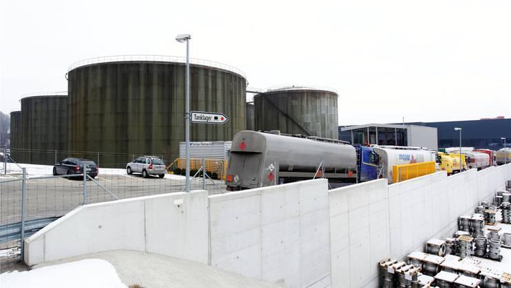 Camions in Wartestellung – das Tanklager in Oberbipp ist nach Cressier-Aus zusätzlich gefordert. Felix Gerber