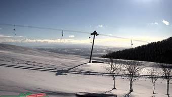 Auf dem Balmberg liegt genug Schnee, damit die Skilifte laufen können. Im Bild der Skilift Höfli.