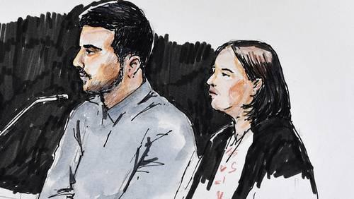 Der Angeklagte (mitte)  und Renate Senn, rechts, Pflichtverteidigerin beim Prozess um den Vierfachmord von Rupperswil vor dem Bezirksgericht Lenzburg in Schafisheim (AG)