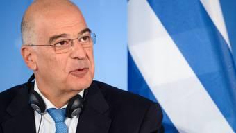 FILED - Der griechische Außenminister Nikos Dendias bei einer Pressekonferenz. Photo: Gregor Fischer/dpa