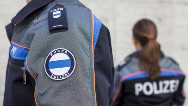 Zuger Polizei stellt zwei Mitarbeitende frei