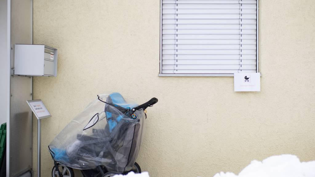 Kleiner Bub erfriert im Osten Russlands im Kinderwagen