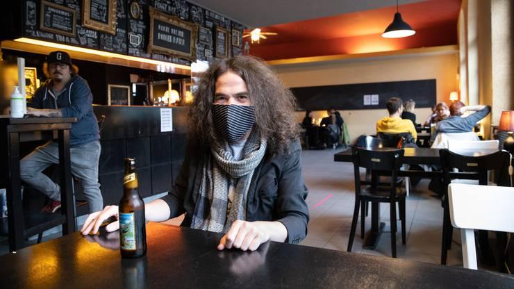 Daniel Kissling, Geschäftsführer des «Coq d'Or», mit Nasenschutzmaske.