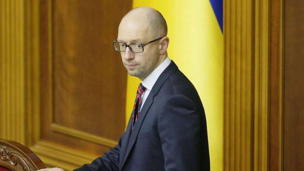 Steht zusehends alleine da: Der ukrainische Premierminister Arseni Jazenjuk.