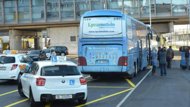 Auf der Südseite des Basler Bahnhofs haben die Reisecars und Linienbusse kaum Platz. Foto: Nicole Nars-Zimmer