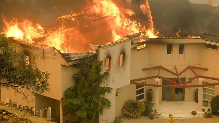 Die Waldbrände erfassten auch Villen im Promiort Malibu unweit von Los Angeles.