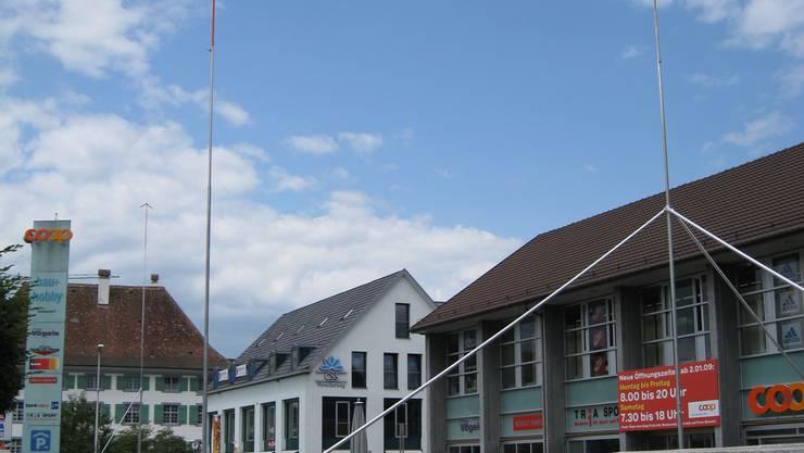 Zu klein: Das Baugespann steht – Coop Nordwestschweiz will die Ladenfläche in Frick erweitern. (sha)