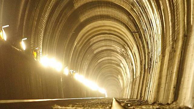 Einer der drei Axen-Eisenbahn-Tunnel (Archiv)