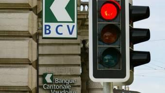 Bei rot über die Ampel: Automobilist festgenommen (Symbolbild)