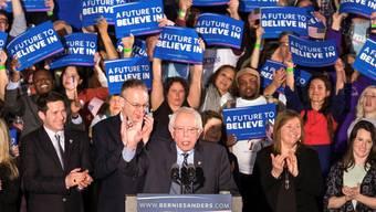 Er sagt, was er denkt – und das kommt an: Bernie Sanders umgeben von Anhängern in Concord (New Hampshire).