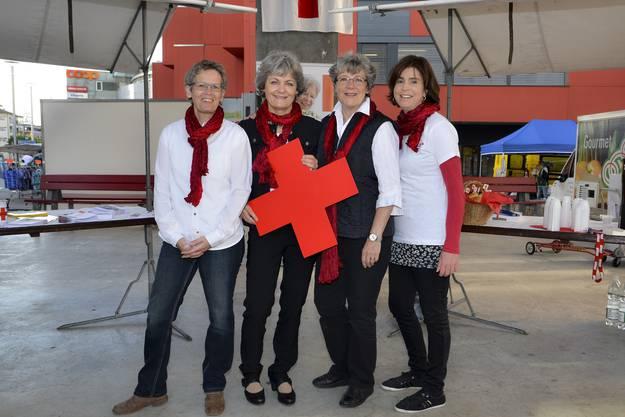 Fürs Rote Kreuz in Grenchen: Monica Zürcher (Adminstration), Christa Moeri Gächter (Regionalstellenleiterin ab 1. Juni), Beatrice Gehri (Regionalstellenleiterin) Sandra Crausaz (Fahrdienst, Notruf), Anna Nardi (fehlt auf dem Foto).