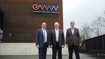 Sie stehen für die neue Rechtsform (v. l.): Gemeindeammann Markus Dieth, Gemeinderat Roland Kuster und EWW-Geschäftsleiter Peter Wiederkehr.