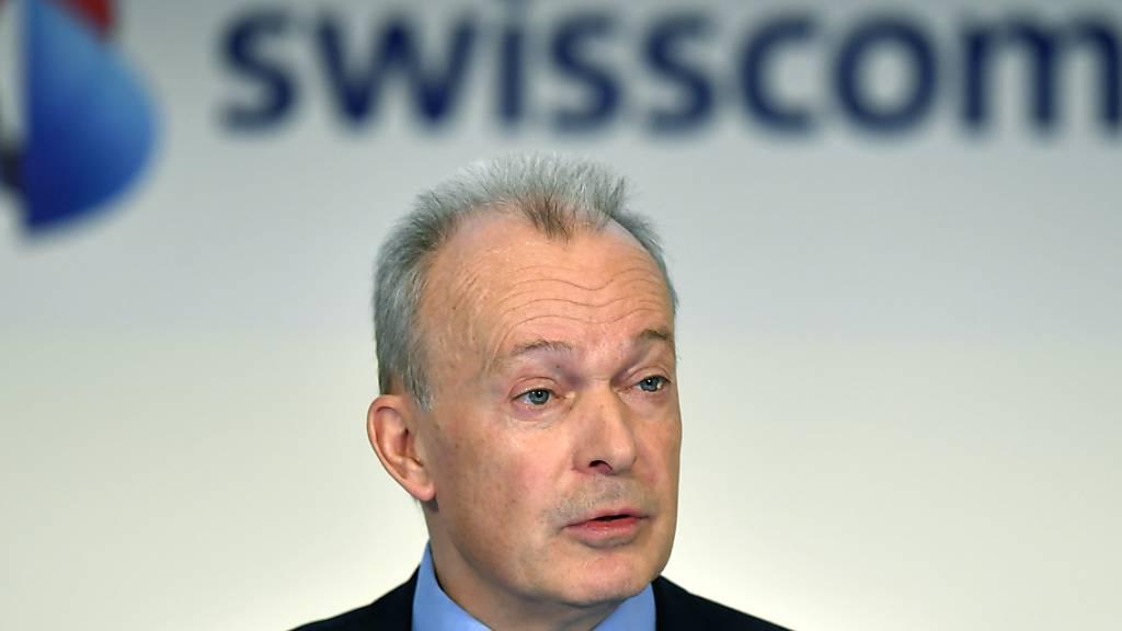 Swisscom-Chef Urs Schaeppi dürfte froh sein, dass die Corona-Pandemie die Telekombranche etwas weniger hart getroffen hat als andere Wirtschaftssektoren. Dennoch: Umsatz und EBITDA sind in der ersten Jahreshälfte weiter zurückgegangen. (Archivbild)