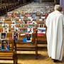 Ab Donnerstag in einer Woche gehören solche Bilder wie hier in der Kathedrale in Neuenburg der Vergangenheit an. (Archivbild)