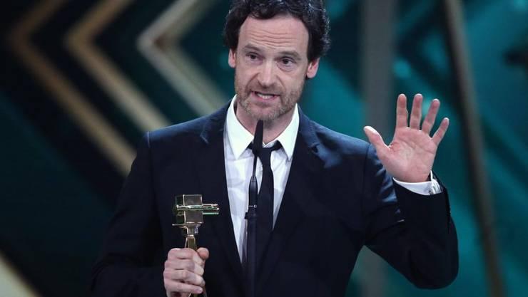 """""""Tatort""""-Schauspieler Jörg Hartmann (hier bei der diesjährigen Goldene Kamera Verleihung) will nicht, dass seine Töchter in den Schminkabteilungen versauern, während die Jungs in die Welt hinausziehen. (Archiv)"""