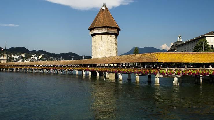 Das Dach der berühmten Brücke muss saniert werden (Archiv).