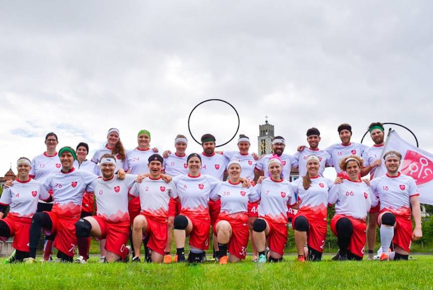 Das ist die Schweizer Quidditch-Nationalmannschaft. (Facebook/Schweizerischer Quidditchverband)