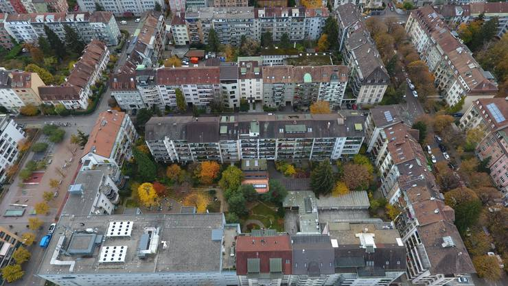 Ein Blick über das Gundeldinger Quartier, rechts im Bild die Delsbergerallee.